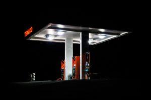 distributori-carburante-dimezza-attività